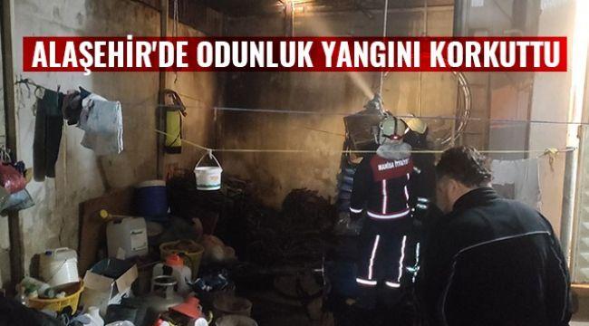 Alaşehir'de odunluk yangını korkuttu
