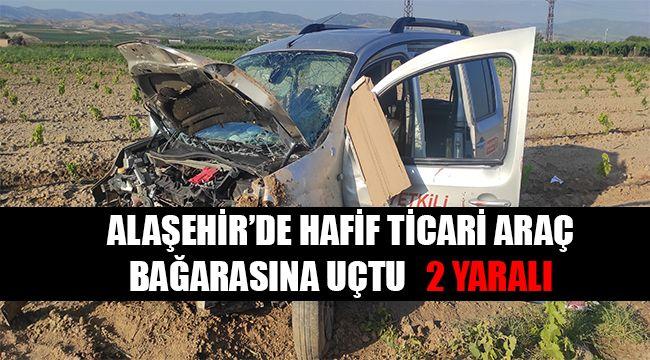 Alaşehir'de hafif ticari araç bağarasına uçtu : 2 Yaralı