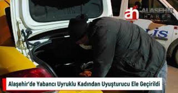 Alaşehir'de hamile rolü yapan yabancı uyruklu kadından uyuşturucu madde ele geçirildi